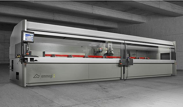 A képen a termék, egy Emmegi Comet T5 CNC megmunkáló központ látható.