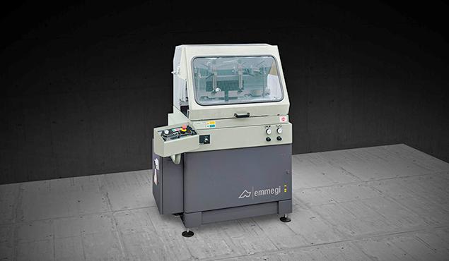A képen a termék, egy Emmegi SCA 450-500-550 egyfejes daraboló fűrész látható.