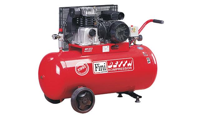 A képen a termék, egy FINI MK 103-100-3M dugattyús kompresszor látható.
