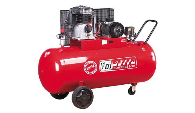 A képen a termék, egy FINI MK 113-270-5,5 dugattyús kompresszor látható.
