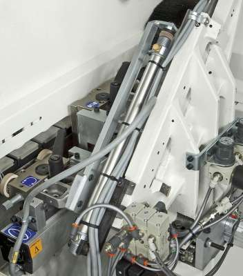 A képen az olimpic k 560 végvágó egysége látható.