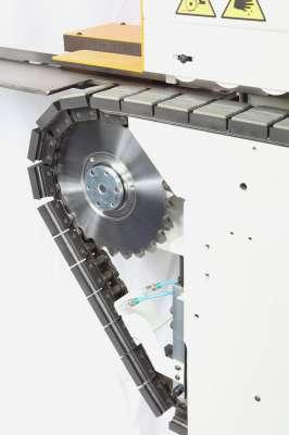 A képen a stefani md panel szállító szalag és a hozzá tartozó gumi betétek láthatóak.