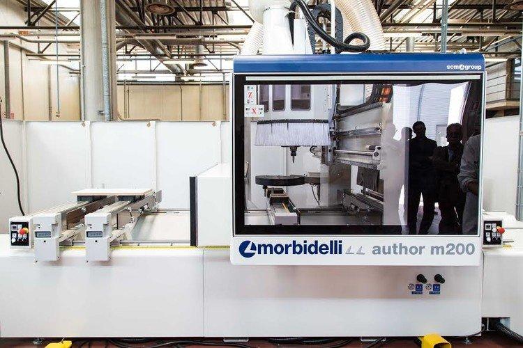 A képen a termék, egy Morbidelli Author M200 CNC megmunkáló központ látható.