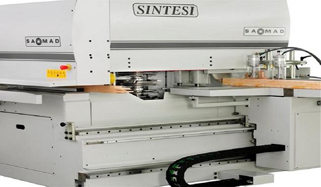 A képen a termék, egy SAOMAD SINTESI cnc ablakgyártó sarokközpont látható.